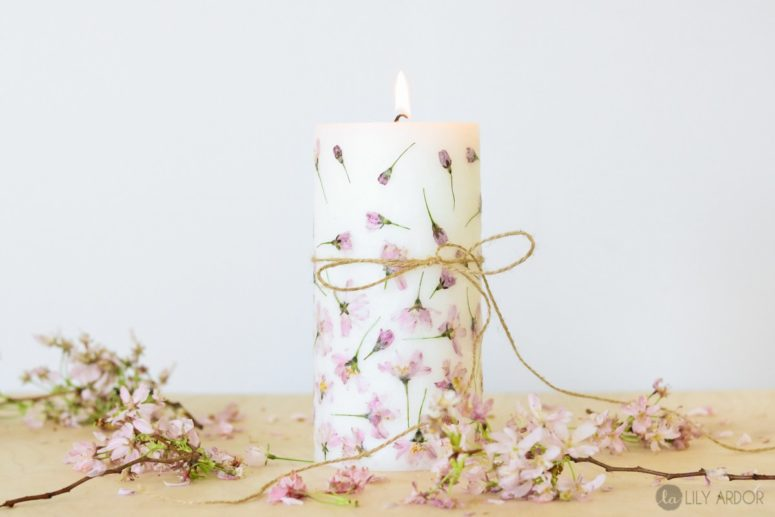 DIY pressed flower pillar candle (via www.lilyardor.com)
