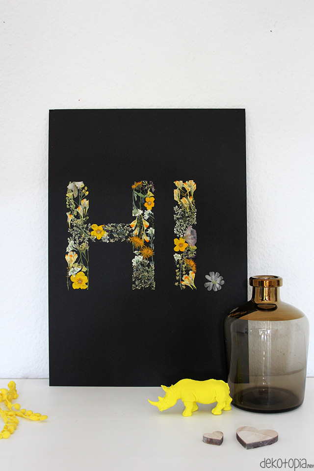 modern DIY black artwork with pressed flower letters (via www.dekotopia.net)