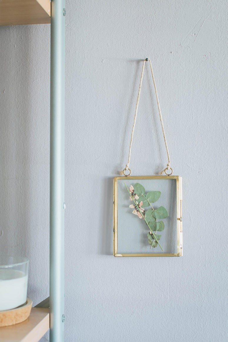 DIY small pressed flower artworks in hanging frames (via www.popshopamerica.com)