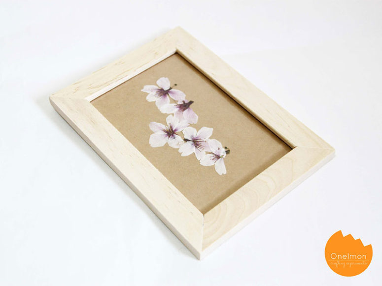 DIY pressed cherry blossom artworks (via onelmon.com)