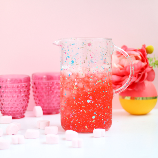 DIY colorful splatter pitcher (via akailochiclife.com)