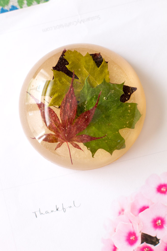 DIY fall leaf resin paperweight (via sustainmycrafthabit.com)