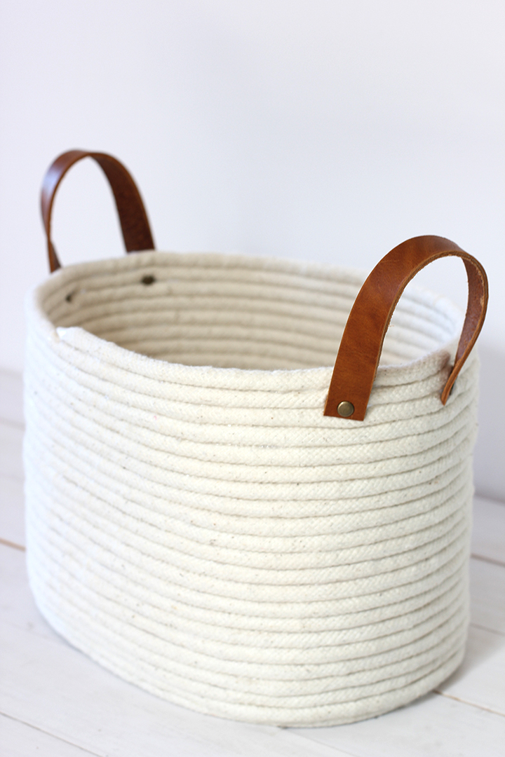 DIY rope basket with leather handles (via www.aliceandlois.com)