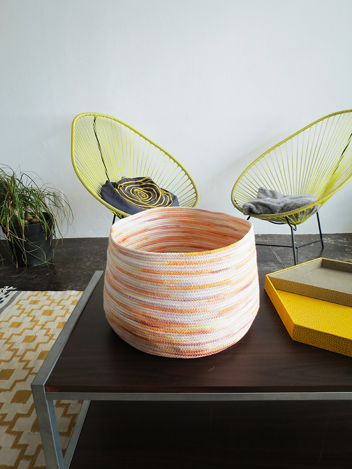 DIY colorful hand dyed rope basket (via www.ohohblog.com)