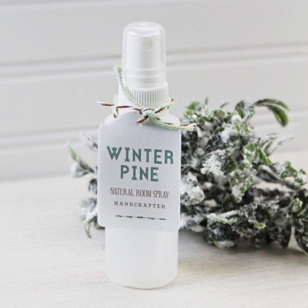 DIY winter pine room spray (via life-n-reflection.blogspot.com)