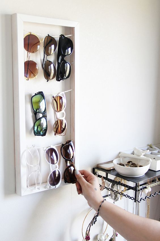 DIY framed sunglasses holder with threads (via crearft.com)