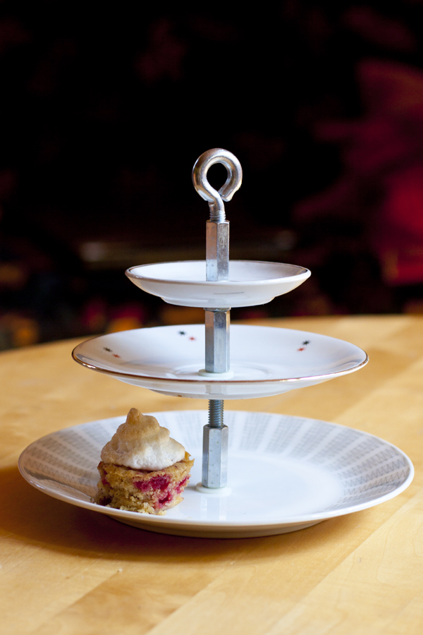 DIY mini cake stand of vintage plates (via look-what-i-made.com)