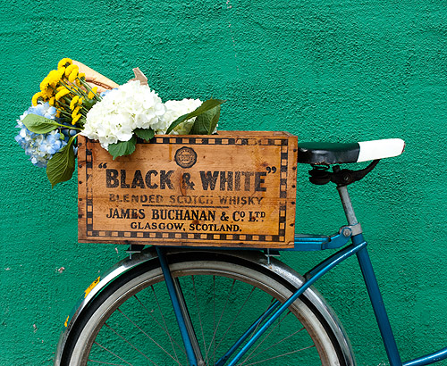 DIY bike crate of a vintage wooden box (via www.designsponge.com)