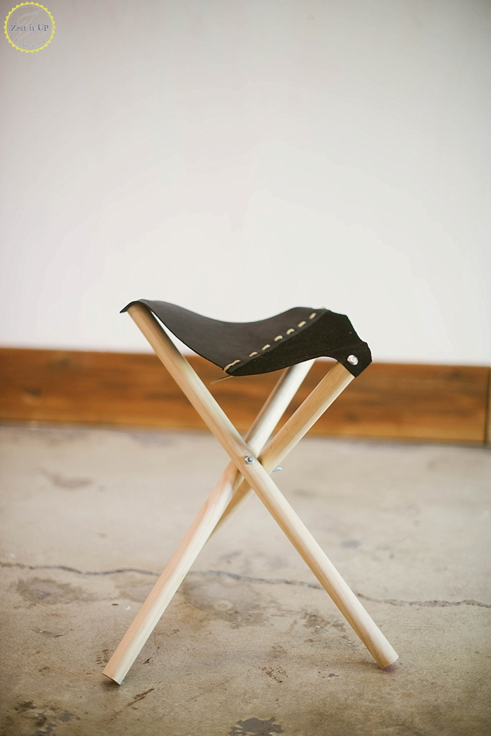 DIY manly camp stool with a leather and suede seat (via zestitup.com)