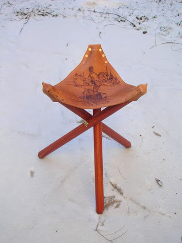 DIY folding camp stool with a burnt leather seat (via www.canoetripping.net)