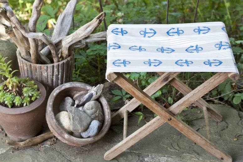 DIY folding camp chair with a stamped fabric seat (via look-what-i-made.com)