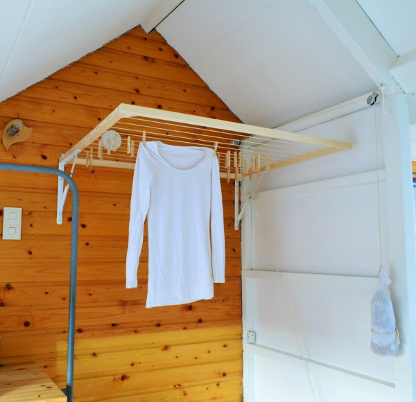 DIY foldable wall-mounted drying rack (via gemnem.blogspot.com)