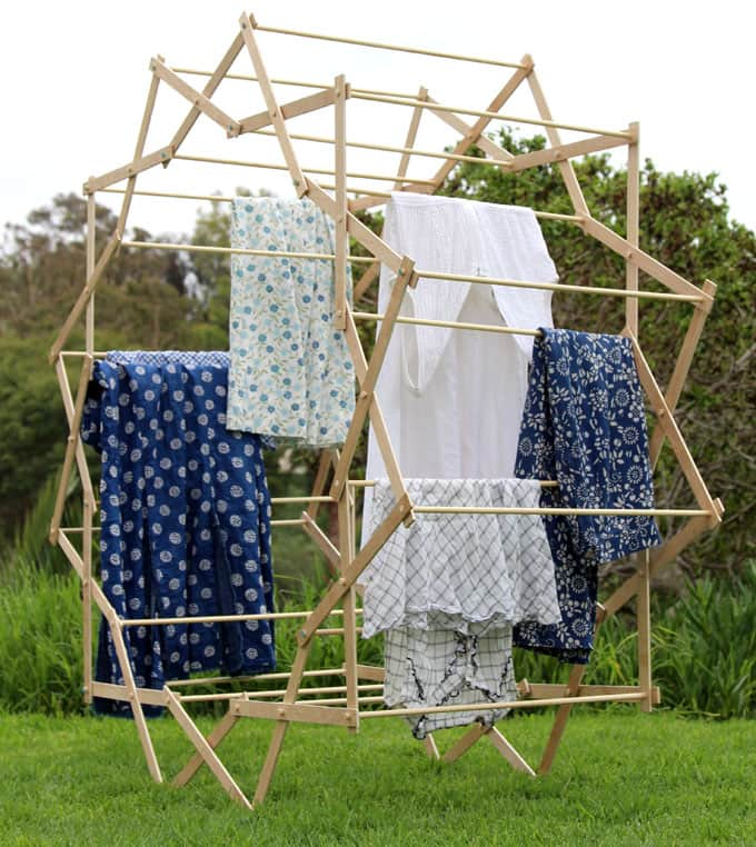DIY large star shaped clothes drying rack (via www.apieceofrainbow.com)