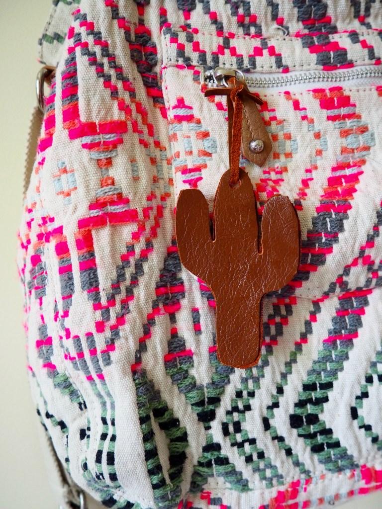DIY leather cactus luggage tags for a boho look (via weregoingtomakeit.com)