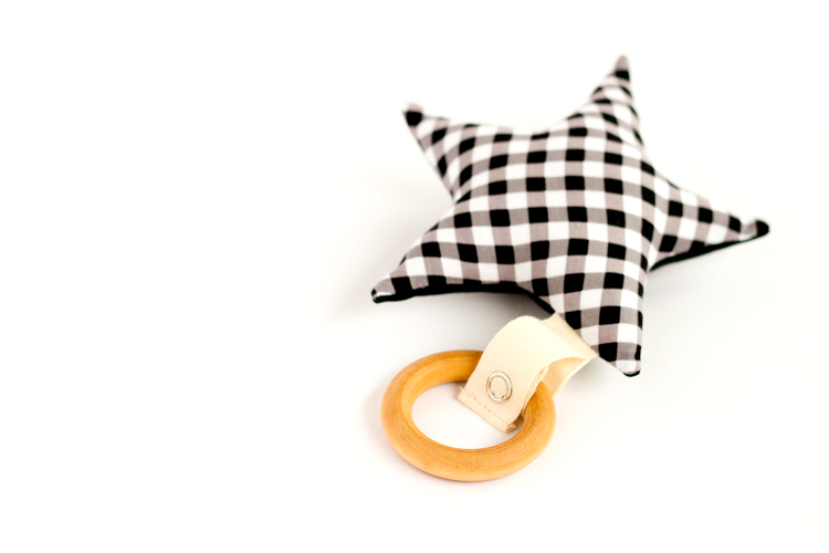 DIY wooden ring and checked star teething toy (via www.deliacreates.com)
