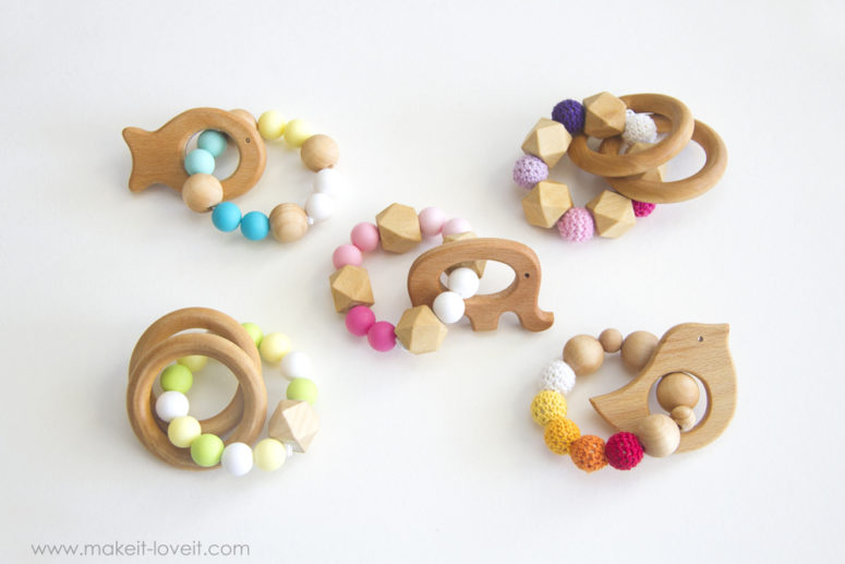 DIY crocheted and wooden beads and rings teething toys (via makeit-loveit.com)