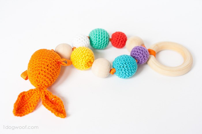 DIY wood and crochet bead and goldfish teether (via www.1dogwoof.com)