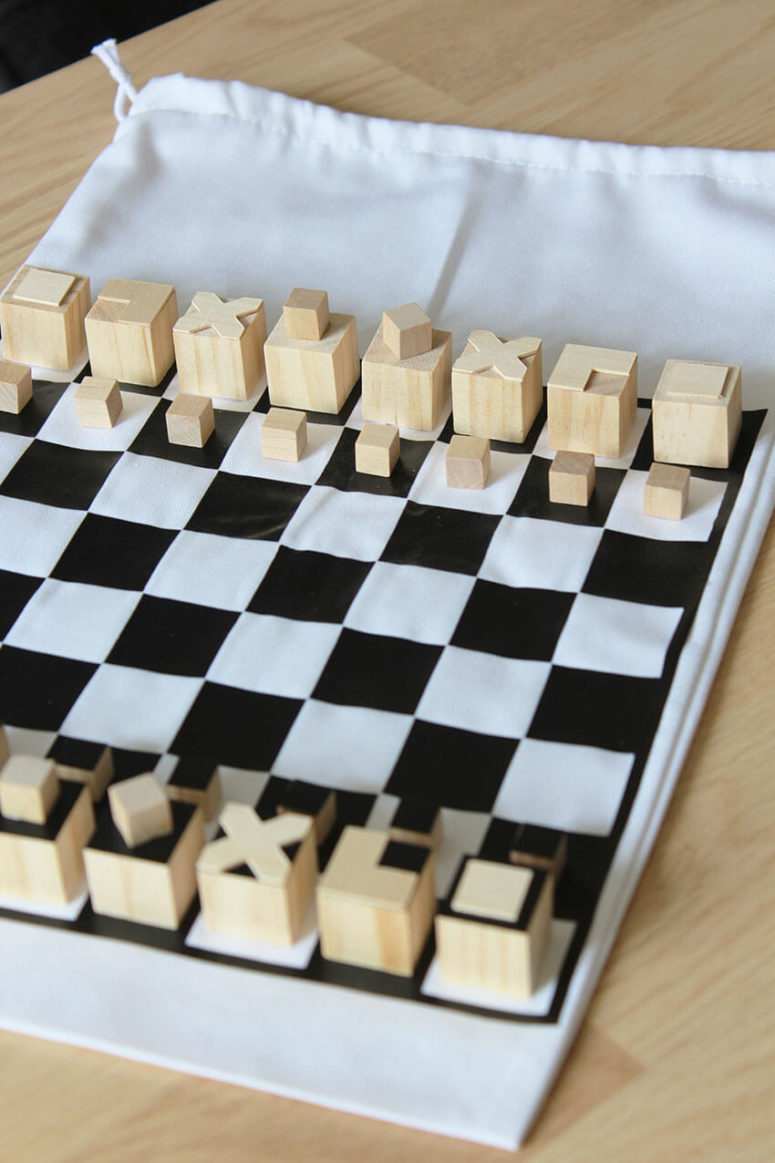 DIY travel chess inspired by buildings (via www.thecraftygentleman.net)