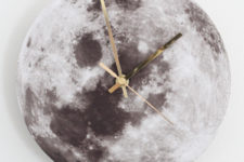 DIY moon clock of cork with gold pointers