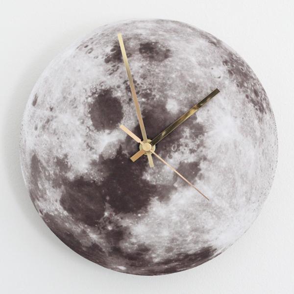 DIY moon clock of cork with gold pointers (via bambulablogi.blogspot.com)