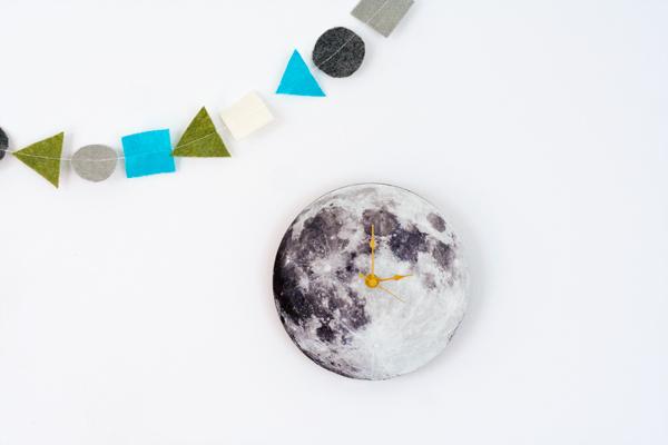 DIY wood moon wall clock (via www.hellobee.com)