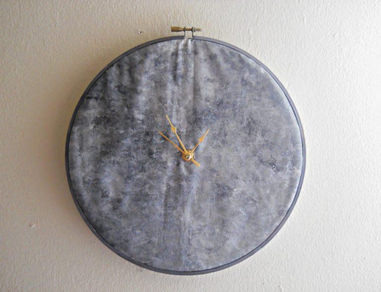 DIY fabric moon wall clock (via www.runningwithagluegunstudio.com)