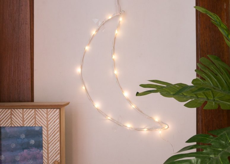 DIY crescent moon LED light (via www.shinecrafts.com)