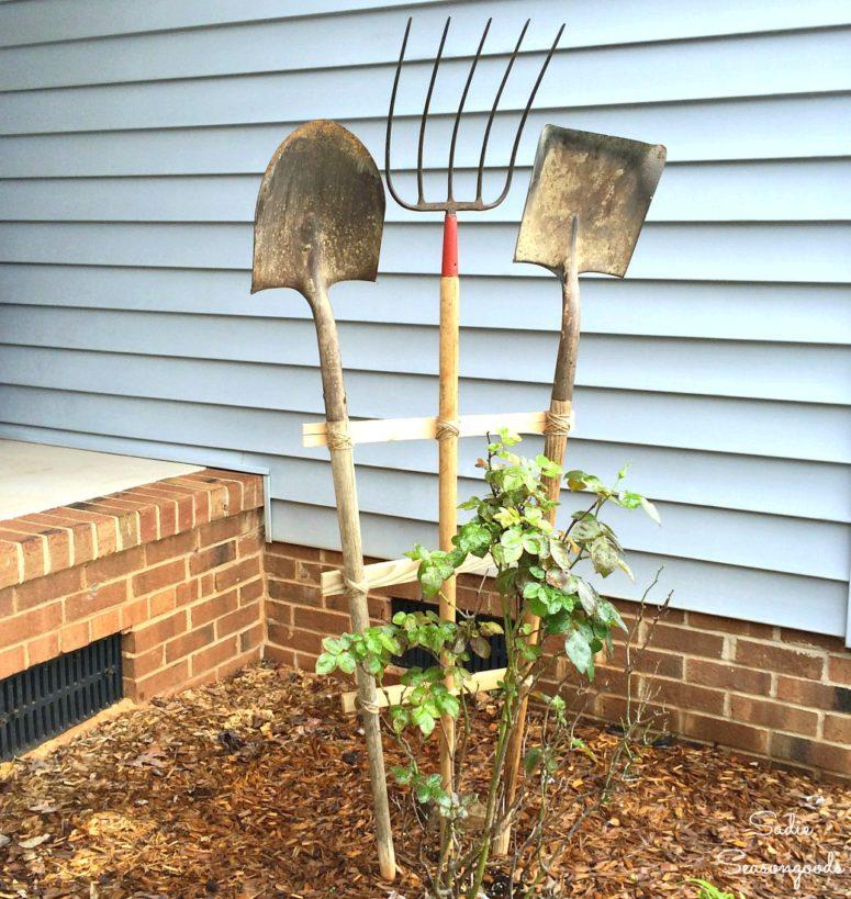 DIY garden trellis of vintage garden tools (via www.sadieseasongoods.com)