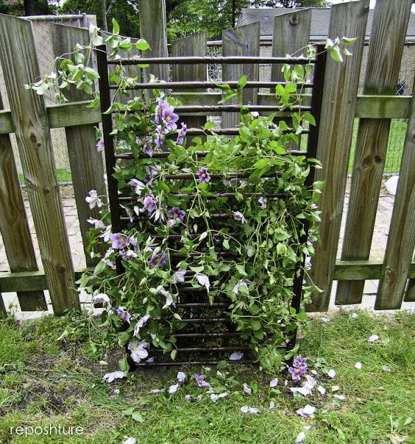 DIY trellis of a crib part (via reposhture.blogspot.com)