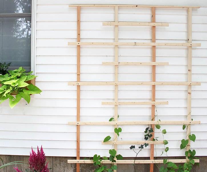 DIY modern wood garden trellis  (via gina-michele.com)