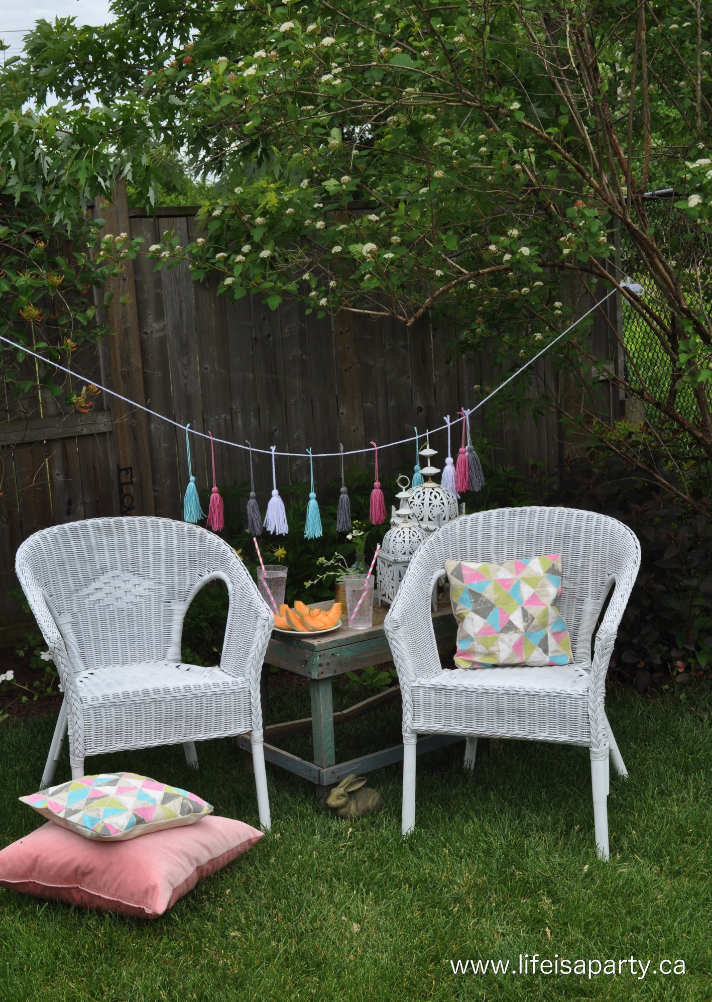 DIY wicker chair spray paint makeover