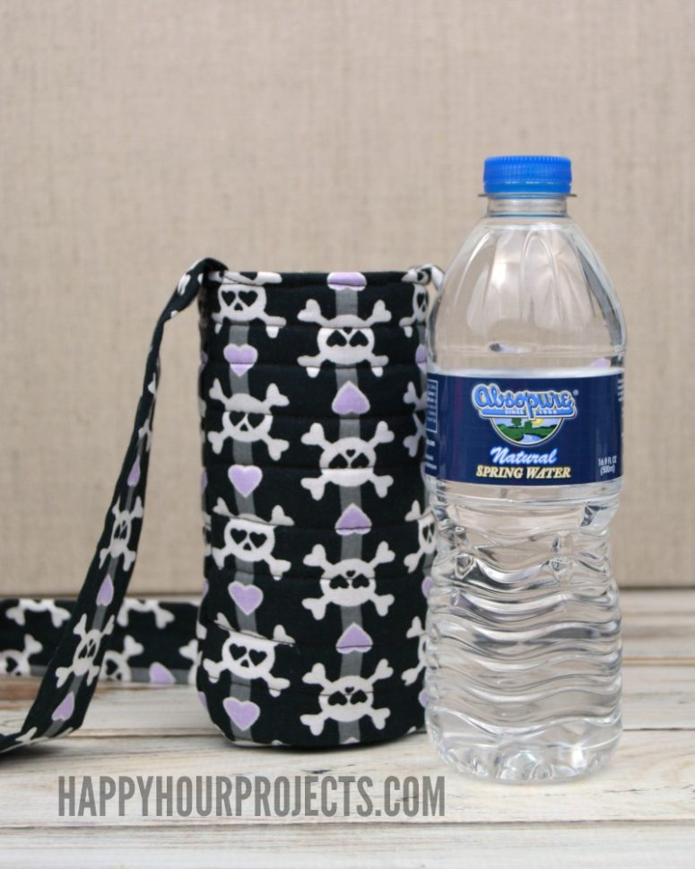 DIY skull printed water bottle tote (via happyhourprojects.com)