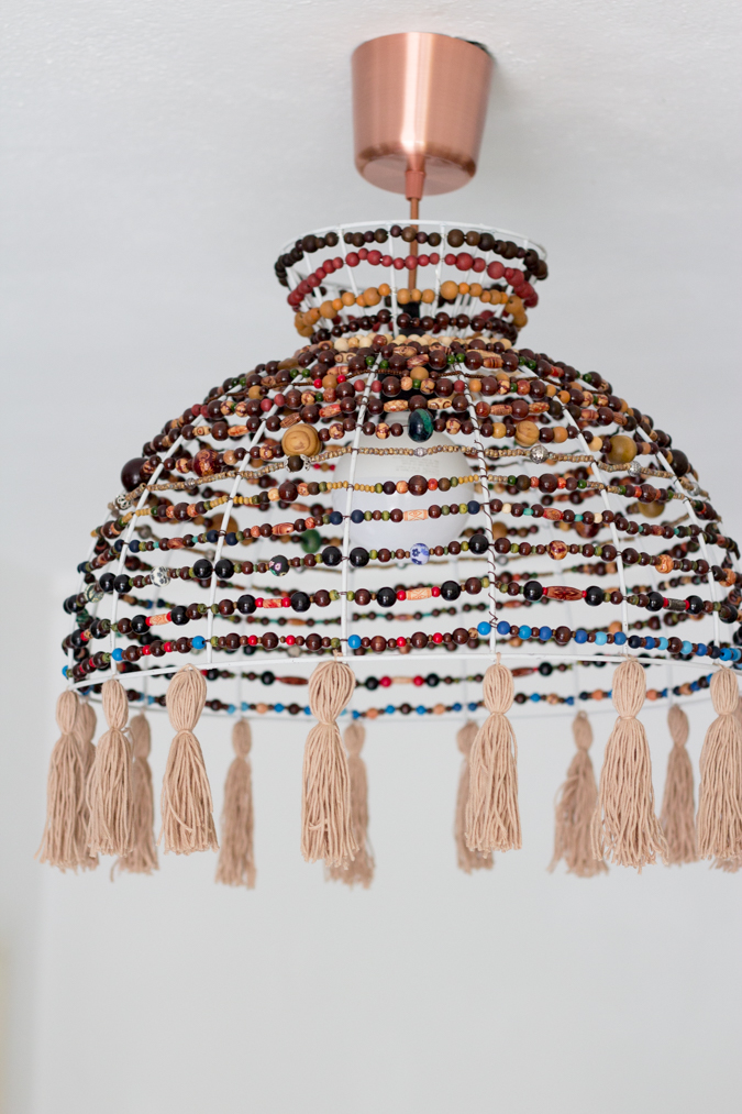 DIY boho chic wood bead and tassel chandelier (via www.green-bird.at)