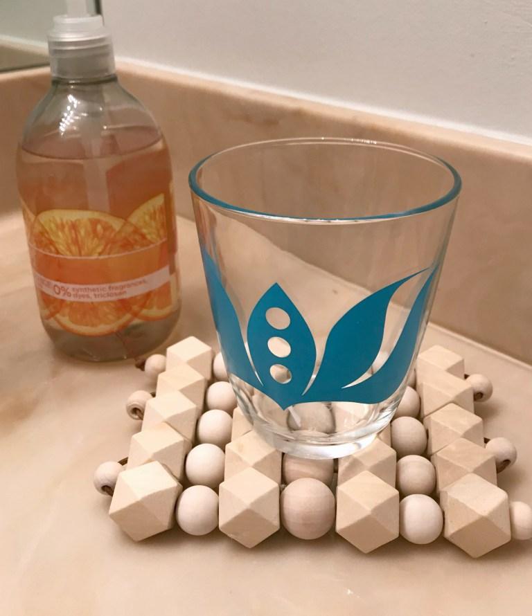 DIY geometric wood bead trivet (via www.myfrenchtwist.com)