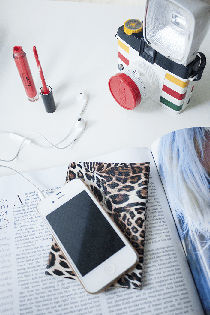 DIY no sew leopard print vinyl passport cover (via www.adventuresinfashion.ca)