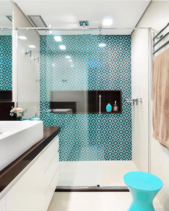 bright geometric tiles in turquoise and navy for a modenr seaside feel in the bathroom
