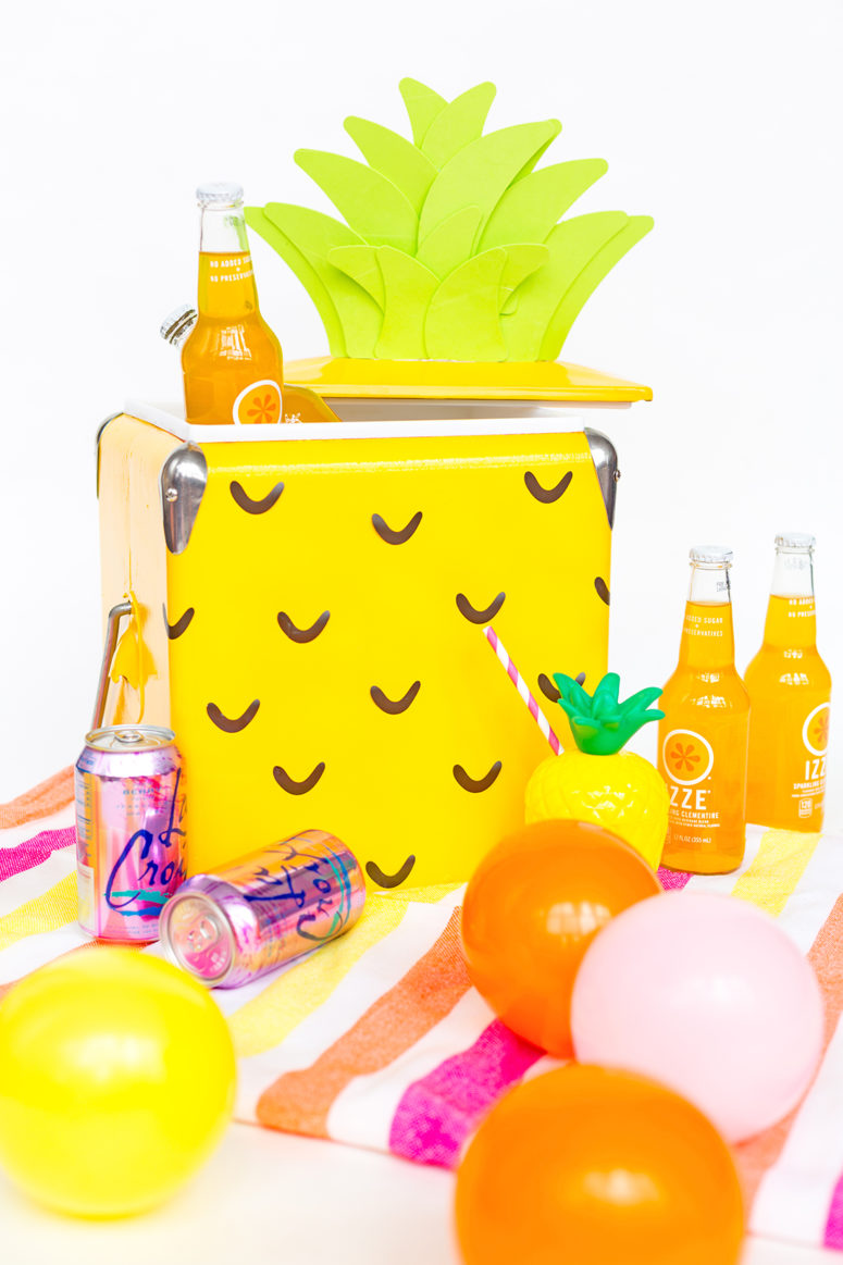 DIY bold pineappkle beverage cooler (via www.awwsam.com)