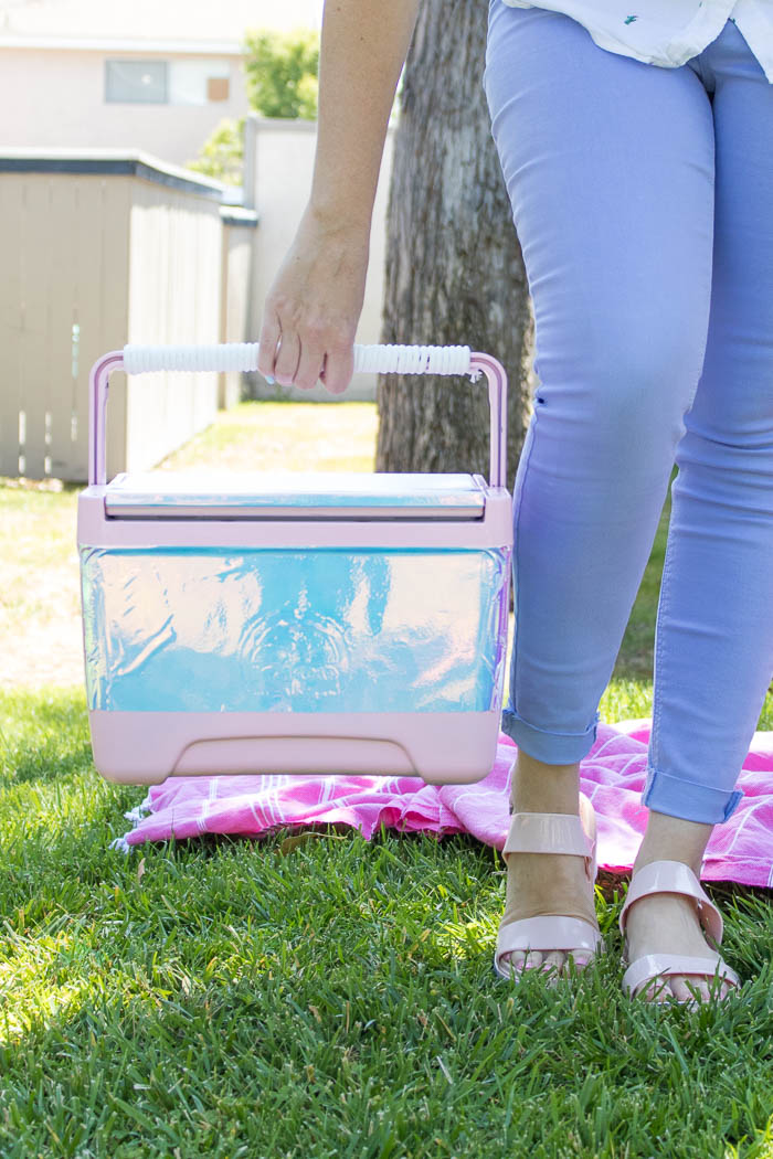 DIY holographic drink cooler (via www.clubcrafted.com)