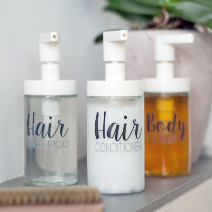 DIY minimalist soap and shampoo dispensers with calligraphy (via www.johannarundel.de)