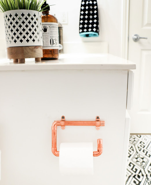 DIY copper piping toilet paper holder (via akailochiclife.com)