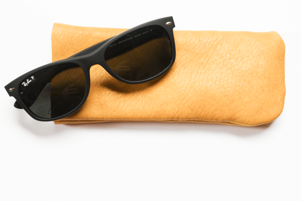 DIY basic leather sunglasses case (via www.manmadediy.com)