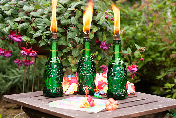DIY bold grene beer bottle tiki torches (via adventures-in-making.com)