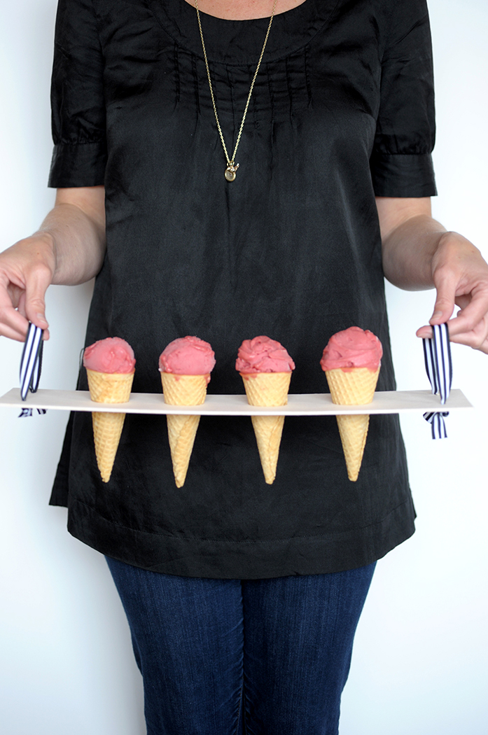 DIY ice cream cone tray with ribbons (via www.aliceandlois.com)