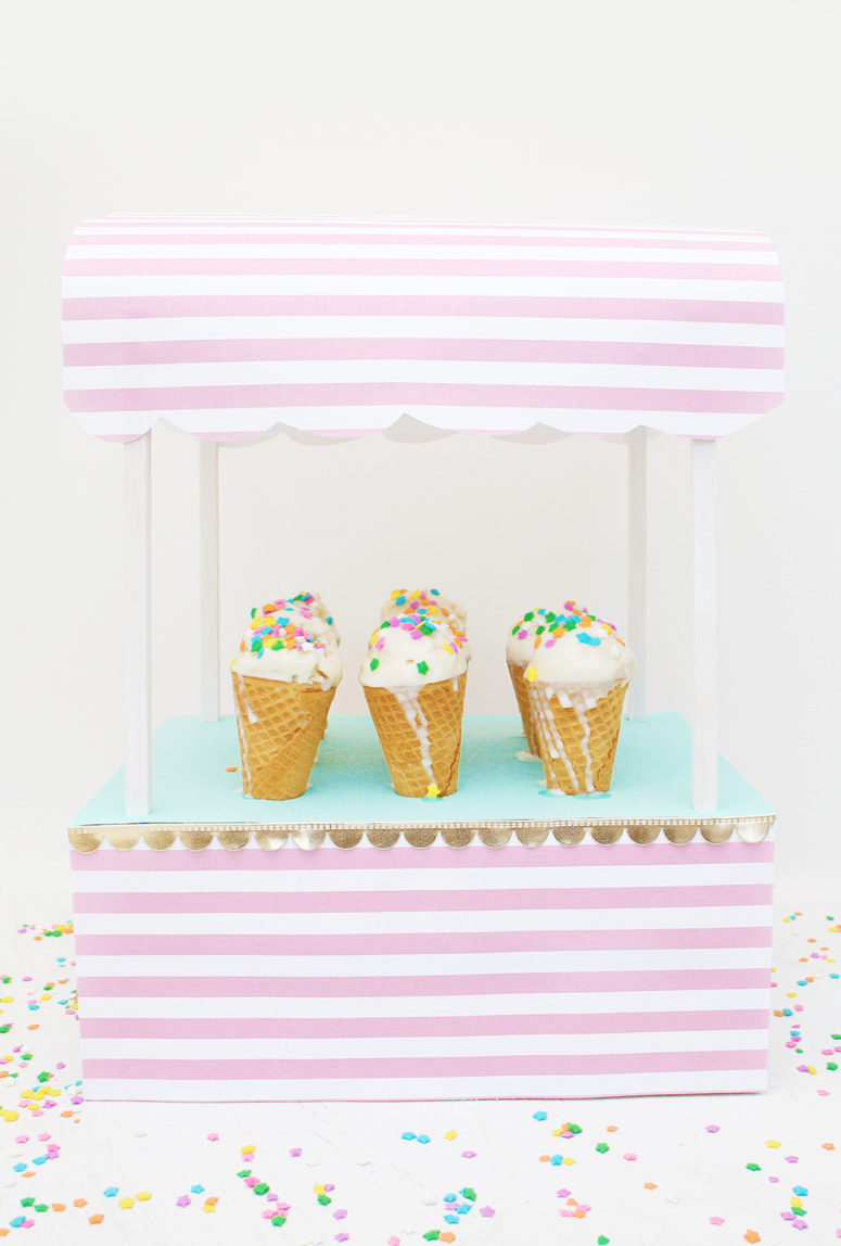 DIY retro ice cream cone stand (via www.lovevividly.com)