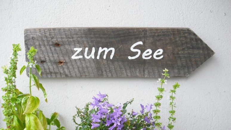 DIY rustic wooden sign with letters (via nur-noch.com)