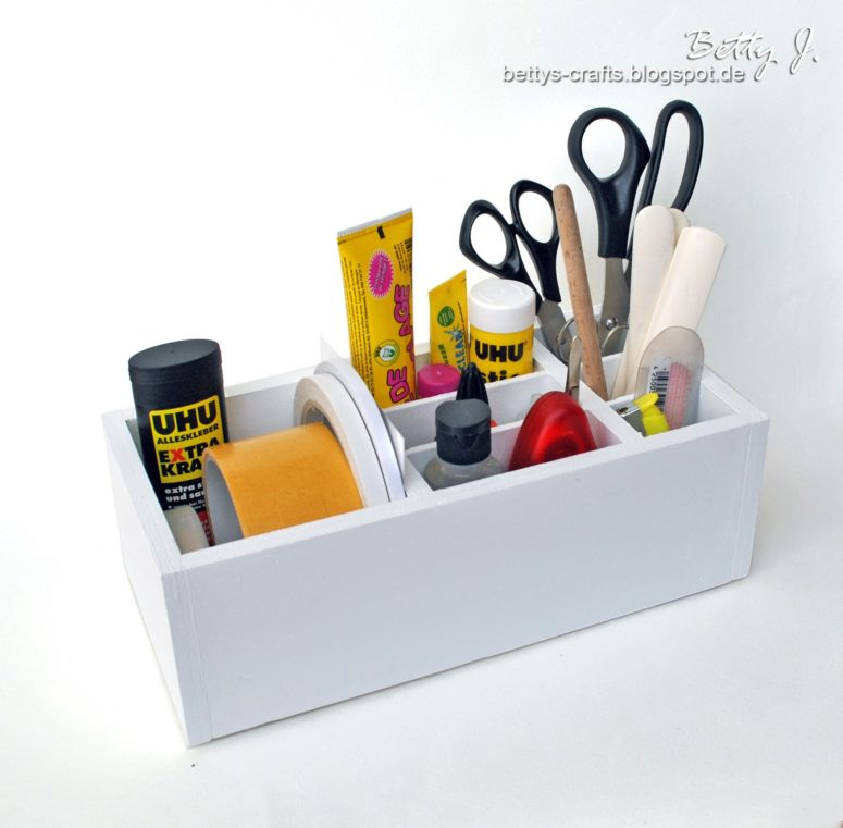 DIY wooden organizer with compartments (via bettys-crafts.blogspot.com)