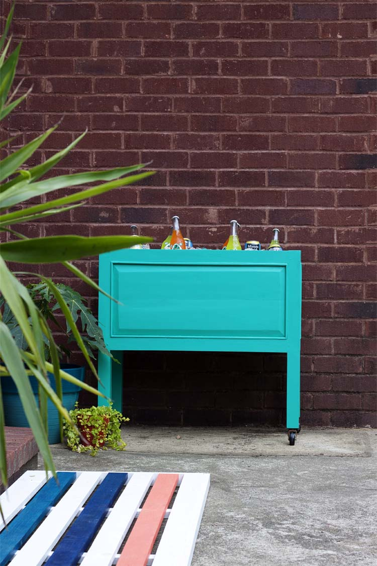 DIY wooden planter into a beverage cooler on casters (via www.southernrevivals.com)