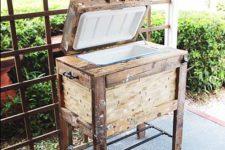 DIY rustic pallet drink cooler box