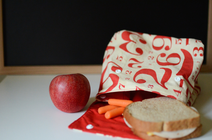 chic DIY number printed lunch bag with buttons (via ifonlytheywouldnap.net)