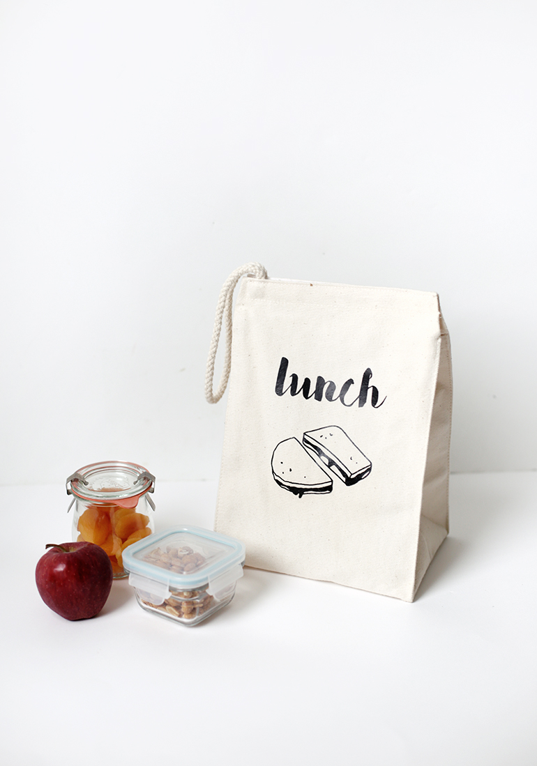 DIY canvas lunch bag with a modern print (via themerrythought.com)